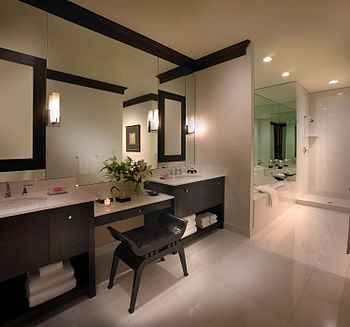 English: Picture of the master bathroom at Hig...
