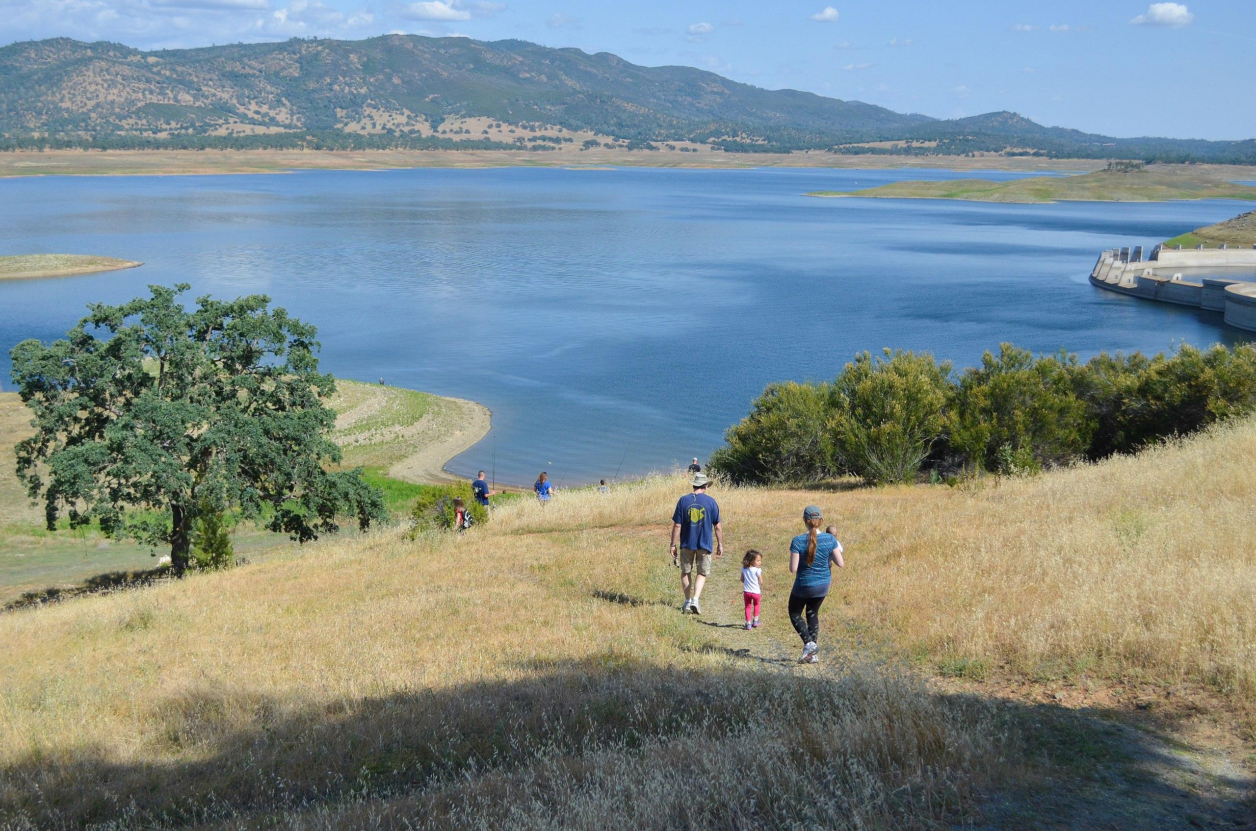 File:Hiking down to fish New Hogan Lake) (17837696071).jpg ...