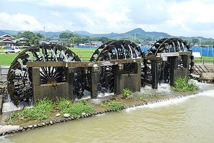 福岡県朝倉市の菱野三連水車。