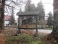 Hohenbocka, Heidelandstraße Ecke Dorfaue (Straße), Insektenhotel, Vorwinter, 01.jpg