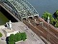 Hohenzollernbrücke Köln von oben - rechtes Rheinufer.jpg