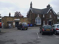 Hounslow stn building.JPG
