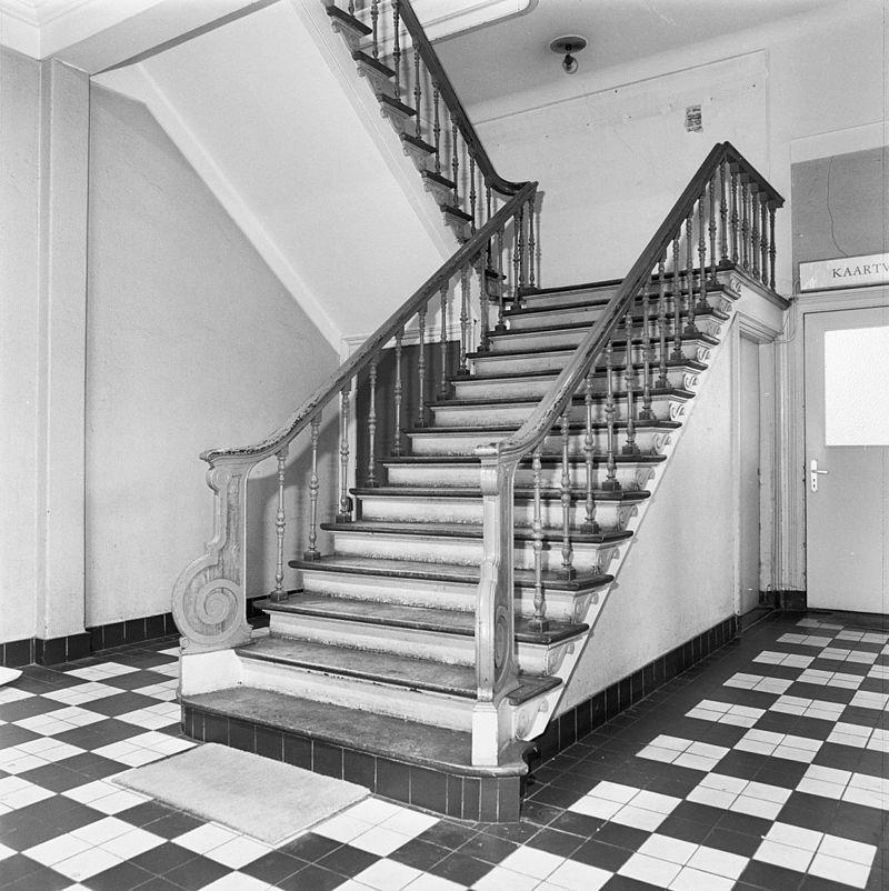 Voormalig onderwijsgebouw polytechnische school in delft monument - Decoratie van trappenhuis ...
