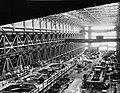 INTERIOR OF CENTER BAY, LOOKING SOUTHEAST - Navy Yard, Building No. 197.jpg