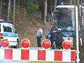 Immigranten beim Grenzübergang Wegscheid (22697751267).jpg