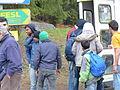 Immigranten beim Grenzübergang Wegscheid (22697792587).jpg
