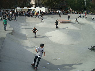 Skateboarding styles - Riders at a skate park