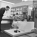 Instrumentenbeurs in Utrecht. een koudgaskoelmachine van Philips, Bestanddeelnr 915-6087.jpg