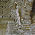 Interieur traptoren- aanzet gewelfrib en rechtsboven het begin van een rood geschilderde bies op de boog - Nederhemert-Zuid - 20342406 - RCE.jpg