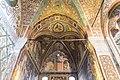 Interno con affreschi romanici.jpg