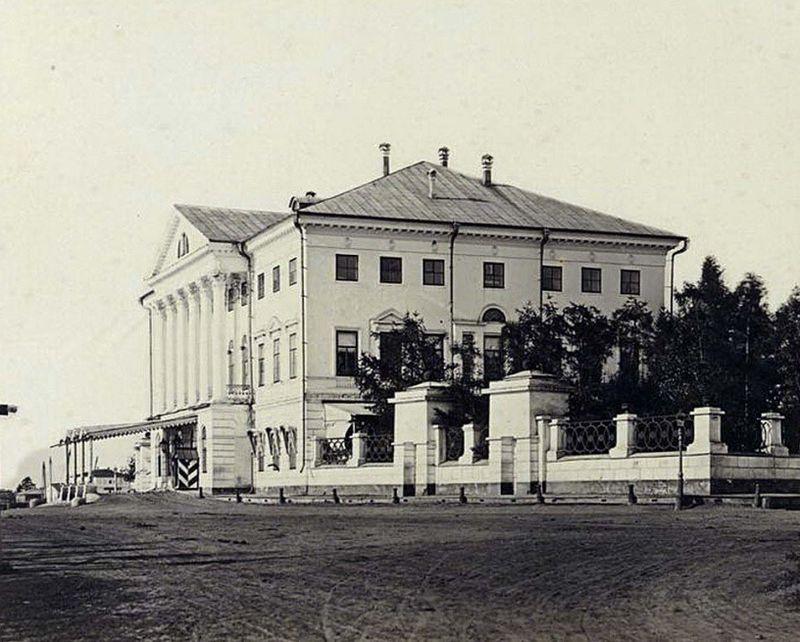 800px-Irkutsk_Sibiryakovsky_Palace.jpg
