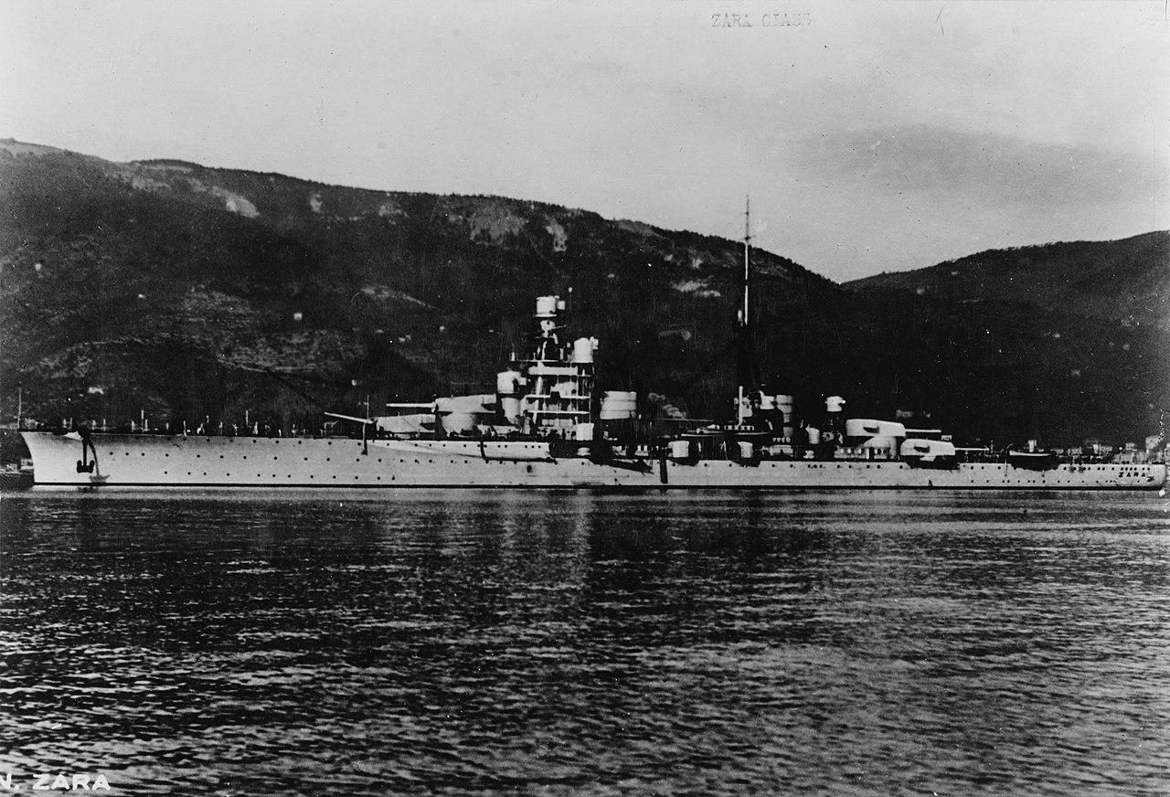 Italian cruiser Zara NH 111457.jpg
