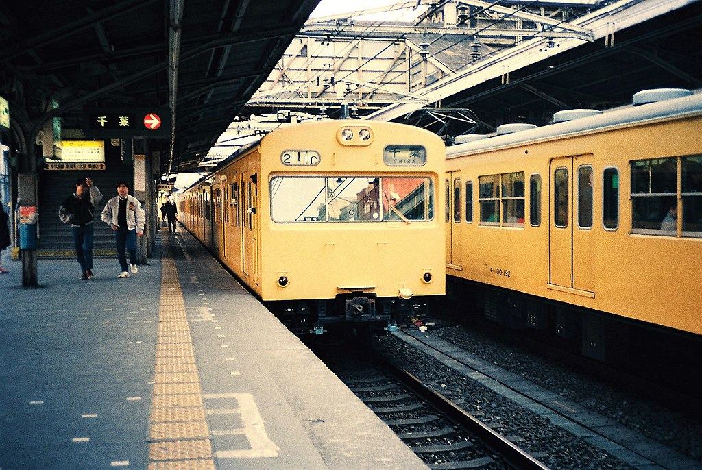 JNR 103 and 101 at Ochanomizu Station 19870211
