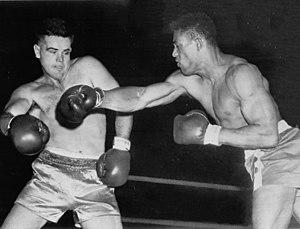 Ed Sanders (boxer) - Sanders (right) in 1952