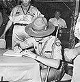 Jamboree 1963 te Marathon Griekenland De prins tekent Jamboree-gastenboek, Bestanddeelnr 915-4259.jpg