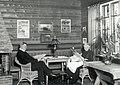 Jean Sibelius ja puoliso Aino lukemassa Ainolan ruokasalissa - N31711 - hkm.HKMS000005-km002zhs.jpg