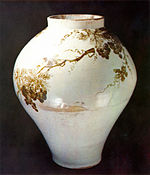 Joseon porcelain pot to draw pattern of grapes wtith Iron oxide.jpg