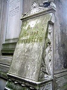 Grab Amalie Beers links neben dem ihres Sohnes Giacomo Meyerbeer auf dem Jüdischen Friedhof Schönhauser Allee in Berlin (Quelle: Wikimedia)