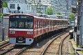 Keikyu 1500 series at Suzukicho Station (47985547226).jpg