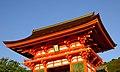 Kiyomizu Temple nioumon 仁王門 - panoramio.jpg