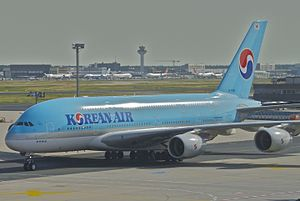 Korean Air Airbus A380-861; HL7615@FRA;30.06.2012 658ds (7488592706).jpg