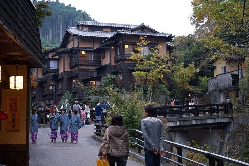 File:Kurokawa Onsen -温泉街.jpg