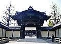Kyoto Higashi Hongan-ji Tor zur Amida-Halle 1.jpg