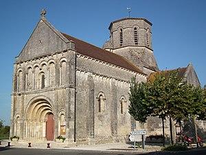 Bois, Charente-Maritime - Image: L'église de Bois