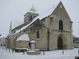 The church of Saint-Gilles, in L'Ile-Bouchard, in the snow