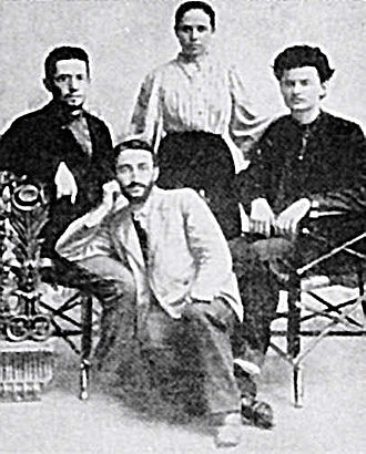 Aleksandra Sokolovskaya - Aleksandra Sokolovskaya, her brother (sitting on the left) and Trotsky (sitting on the right) in 1897