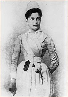 Lillian Wald young in nurse uniform.jpg