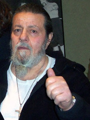Lou Albano - Image: Lou Albano and a fan crop