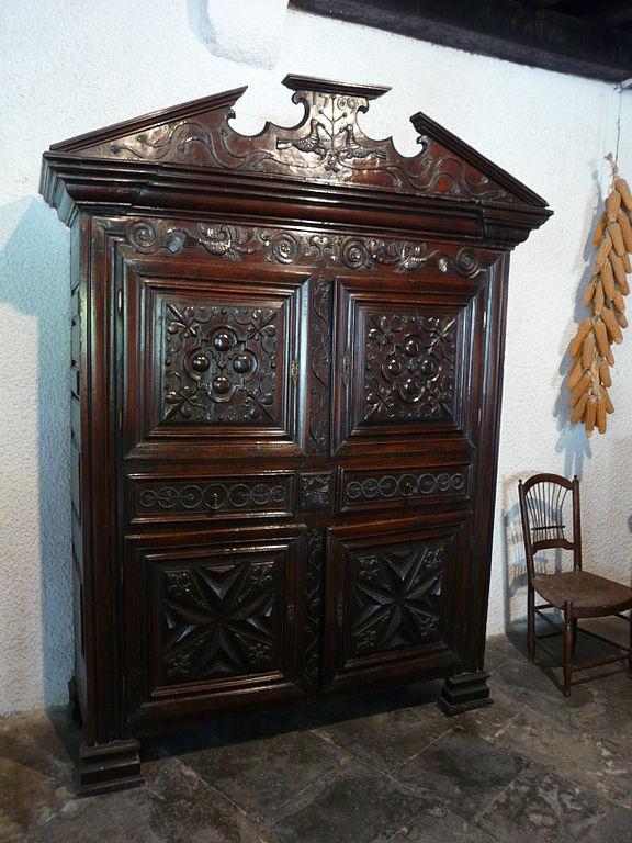 Cabinets interior design assist - Armoire de mariage chinoise ...