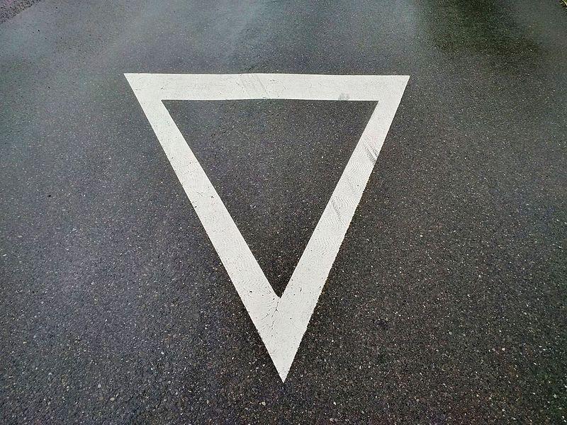 Signalisation horizontale du Code de la route luxembourgeois: rappel du signal B,1