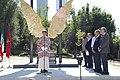 Madrid y México reafirman sus lazos de unión con la escultura Alas de México 06.jpg