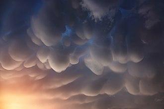 Mammatus cloud - Mammatus clouds in the Nepal Himalayas