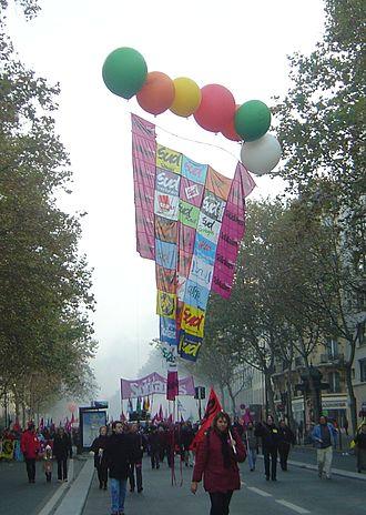 Solidaires Unitaires Démocratiques - SUD banner in a 2005 demonstration in Paris