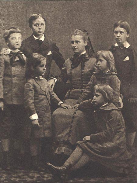 File:Mannerheim siblings.jpg