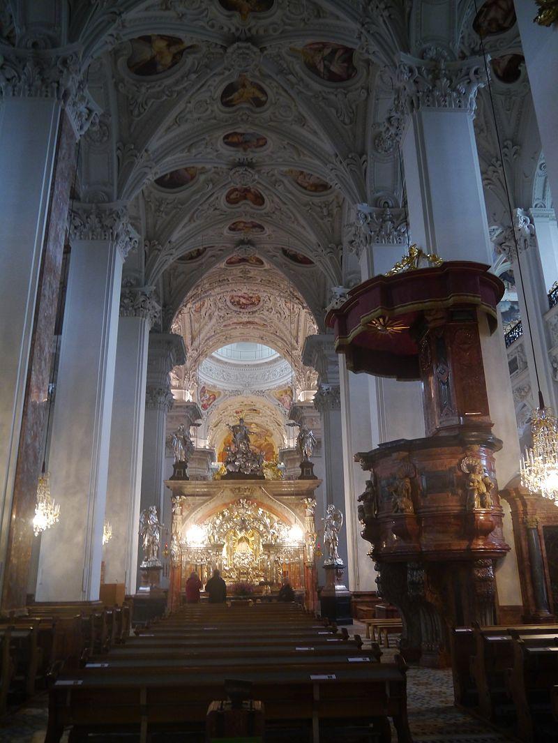Mariazell Basilika Unserer Lieben Frau Innen 1.JPG