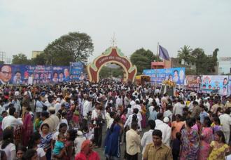 Namantar Andolan - Image: Massive crowd at Dr. Babasaheb Ambedkar Marathwada University gate during Namvistar Din celebrations
