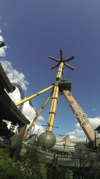 Файл:Mechanica, Liseberg 2015-04-26 (full ride).webm