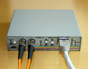 Fiber media converter - A Fast Ethernet fiber converter (100BASE-FX(ST) to 100BASE-TX)