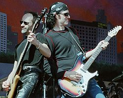 A Grand Funk Railroad 2002-ben.
