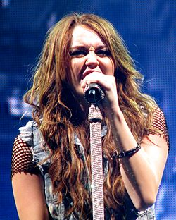 Miley Cyrus - Wonder World Tour - Party in the U.S.A. 2 (cropped).jpg
