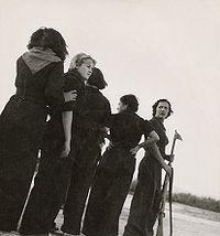 Milicianas em 1936 por Gerda Taro.jpg