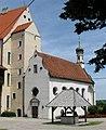 Mindelburg Schlosskapelle Brunnen Mindelheim-1.jpg