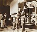 Musée égyptien - Intérieur d'une salle - Ramsès III debout devant Horus, XX ème dynastie, Medinet Habou - Le Caire - Médiathèque de l'architecture et du patrimoine - AP62T163556.jpg