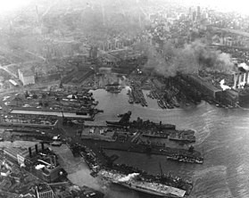 Vue aérienne du New York Navy Yard le 9 mars 1944.