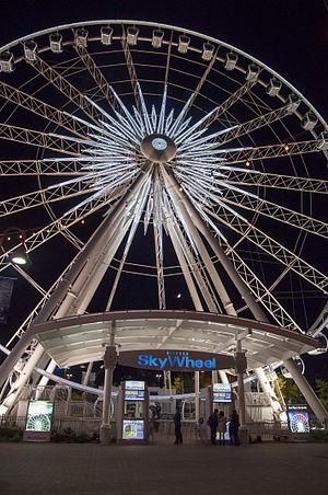 Niagara SkyWheel - Image: Niagara Falls Skywheel by night 03