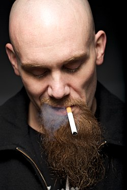 Nick Oliveri with cigarette 2009-01-07.jpg